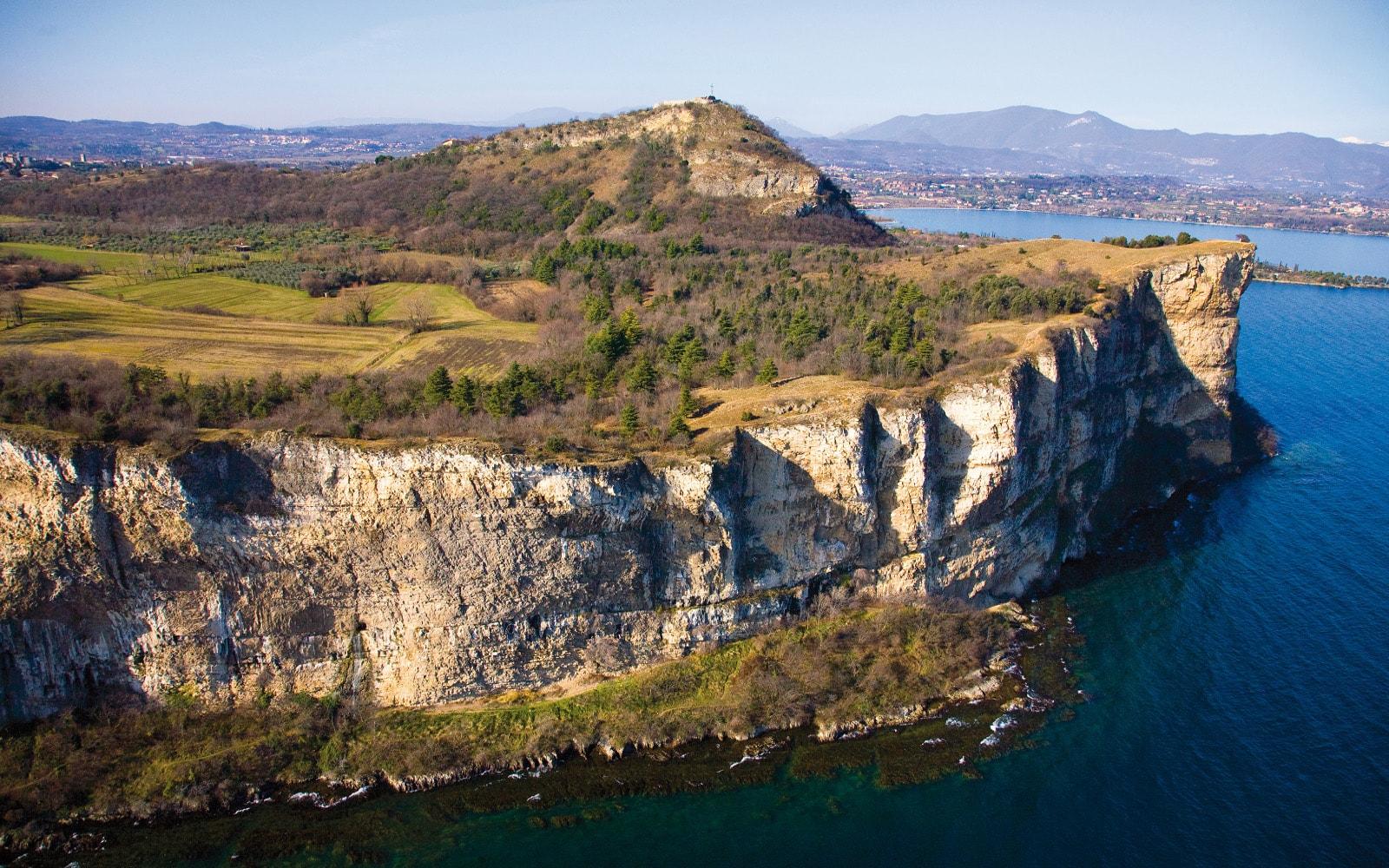 La Rocca di Manerba e le Valtenesi