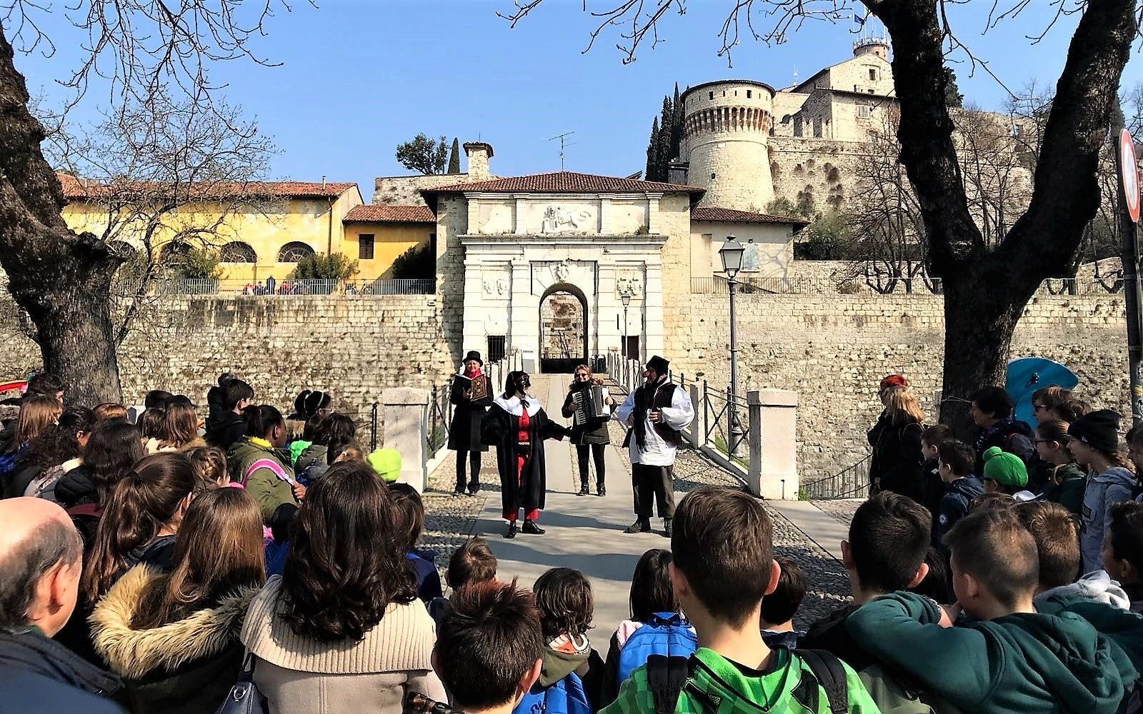 SCUOLA: IL TEATRO VA IN CASTELLO